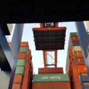pontonluik van containerschip