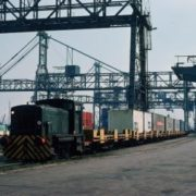 haven rotterdam 1976 pier 7 waalhaven containertrein,container op- en overslag, historie, geschiedenis,haven van rotterdam, havenfoto, foto, foto's, rotterdam, haven, historie container op-en overslag rotterdam, apmt rotterdam,apm,kramer, rwg, c.steinweg, qd, kroonvlag, ect, mtr, handelsveem, jc meijers, rst, umiport,ect delta, hanno, euromax, ect,unitcentre, ect home,havenwerk010, containers, port of rotterdam, containercargo, cargo, harbourphoto, photo, pictures, history container rotterdam , dockworkrotterdam.com, rotterdamhavenwerk.nl,containerhandling, laden en lossen, haven,