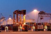 straddle carrier, container op- en overslag, haven van rotterdam, havenfoto, foto, foto's, rotterdam, haven, container op- en overslag rotterdam, ,havenwerk010.nl, port of rotterdam, ect, uniport, euromax, apm rotterdam, apm maasvlakte,rst, rwg, apm, apmt, ampmterminals, rct, empty depot, kramer, containercargo, cargo, harbourphoto, photo, pictures, container rotterdam , mainport, mainport europe,dockworkrotterdam.com, rotterdamhavenwerk.nl, containerport, short sea terminal, port of rotterdam, port of rotterdam.com, stuwadoor, stevedore, containerhandling, havenwerk, havenwerkers,