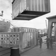 container op- en overslag, historie, geschiedenis,haven van rotterdam, havenfoto, foto, foto's, rotterdam, haven, historie container op-en overslag rotterdam, apmt rotterdam,apm,kramer, rwg, c.steinweg, qd, kroonvlag, ect, mtr, handelsveem, jc meijers, rst, umiport,ect delta, hanno, euromax, ect,unitcentre, ect home,havenwerk010, containers, port of rotterdam, containercargo, cargo, harbourphoto, photo, pictures, history container rotterdam , dockworkrotterdam.com, rotterdamhavenwerk.nl,containerhandling, laden en lossen, haven,hal,.