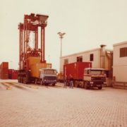 container op- en overslag, historie, geschiedenis,haven van rotterdam, havenfoto, foto, foto's, rotterdam, haven, historie container op-en overslag rotterdam, apmt rotterdam,apm,kramer, rwg, c.steinweg, qd, kroonvlag, ect, mtr, handelsveem, jc meijers, rst, umiport,ect delta, hanno, euromax, ect,unitcentre, ect home,havenwerk010, containers, port of rotterdam, containercargo, cargo, harbourphoto, photo, pictures, history container rotterdam , dockworkrotterdam.com, rotterdamhavenwerk.nl,containerhandling, laden en lossen, haven,