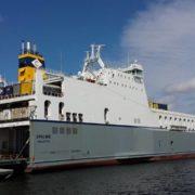 roro schip van cobelfret ferries in de haven van rotterdam