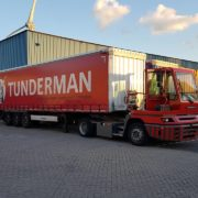 terminal trekker met trailer in de haven van rotterdam,breakbulk ro-ro havenwerk haven rotterdam
