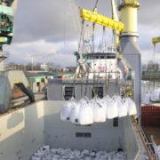 overslag van big bags in de haven van rotterdam