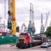 goederentrein bij rhb aan de waalhaven in de haven van rotteren