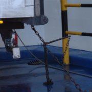 sjorring van trailer op roro schip