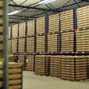 opslag van goederen in een warehousein de haven van rotterdam