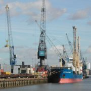 schepen in de haven van rotterdam