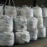 big bags in een opslagloods in de haven van rotterdam