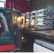 laden van aluminium in een vrachtauto