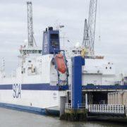 roro schip bij de sca logistics terminal in rotterdam